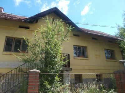 SLEVA: Kamenný Přívoz – původní venkovské stavení (k rekonstrukci) u řeky Sázavy