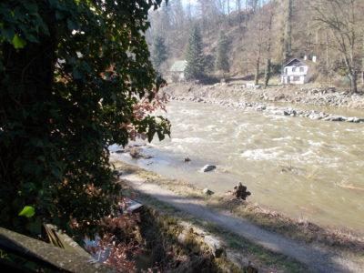 Úžasná chata s přímým výhledem na charismatickou řeku Sázavu (Kamenný Přívoz)