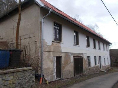 Rozlehlý dům u Jílového u Prahy, k reko. na byty – investice