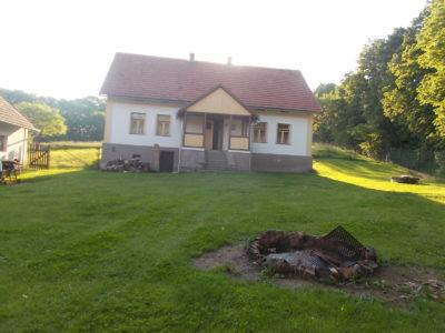 Dlouhodobý pronájem selské usedlosti v Třebsíně, okr.Benešov – PRONAJATO